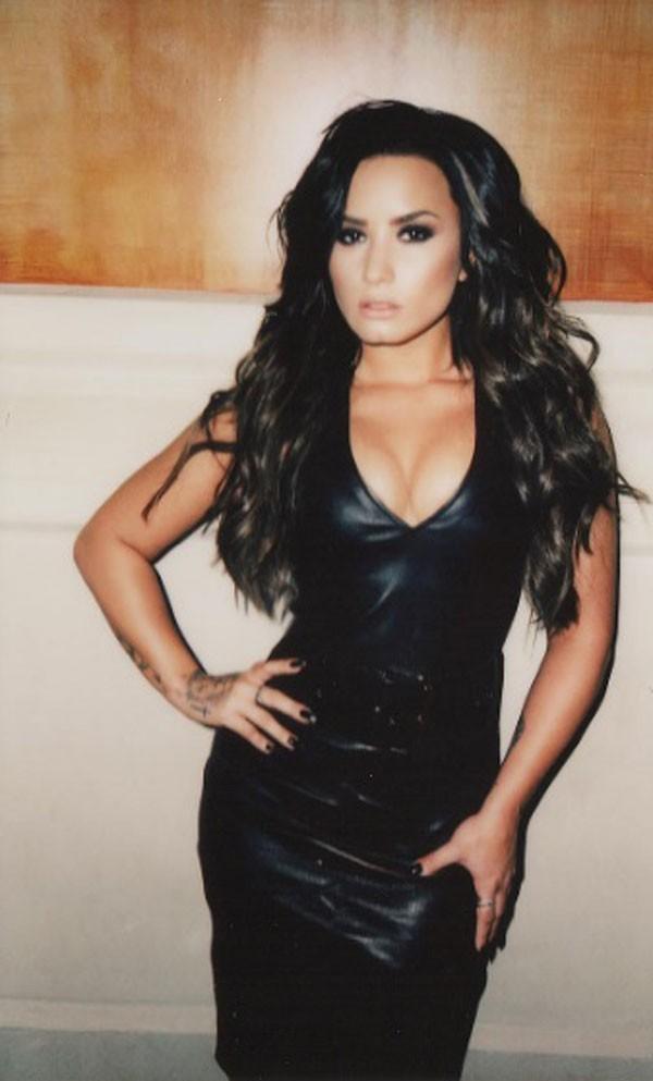 A cantora Demi Lovato posa para as lentes de Angelo Kritikos (Foto: Reprodução/Instagram)