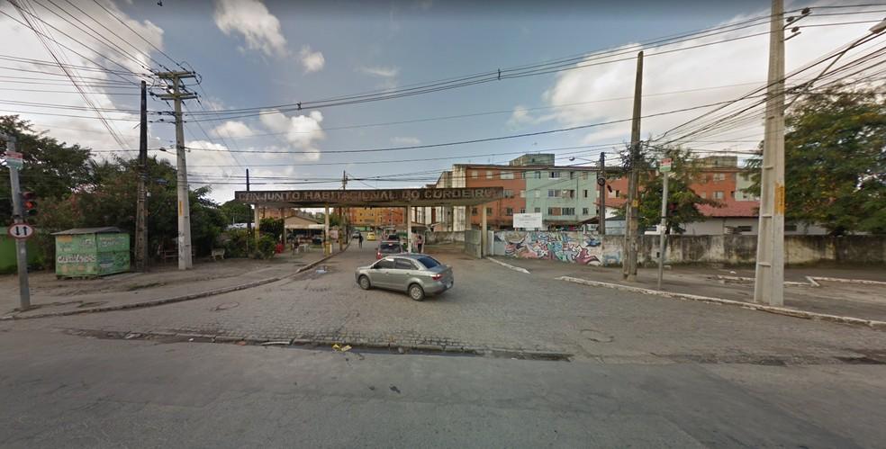 Corpo de professora foi encontrado em apartamento no Conjunto Habitacional do Cordeiro, na Rua Odete Monteiro — Foto: Reprodução/Google Street View