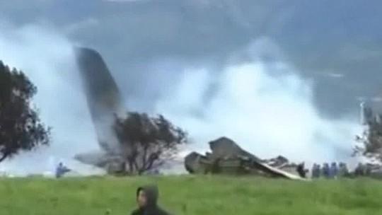 Resultado de imagem para avião militar cai na argélia nesta quarta