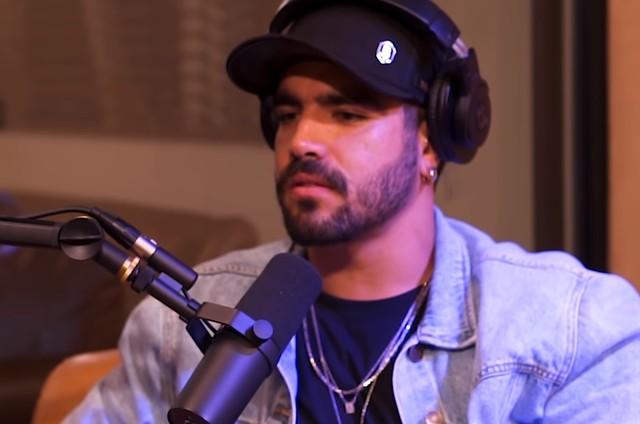 Caio Castro no podcast 'Positivamente' (Foto: Reprodução)