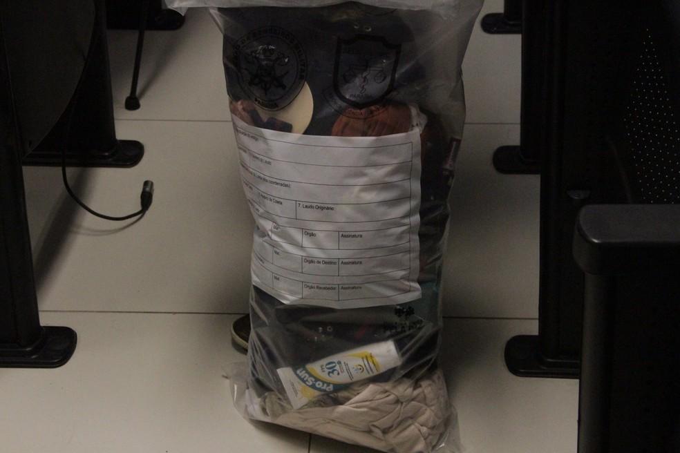 Roupas e itens pessoais de Patrícia, encontrados em tonel de lixo, em João Pessoa — Foto: Luana Almeida/G1