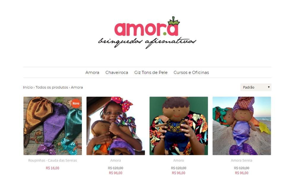 Hoje, os brinquedos da Amora são vendidos em três lojas colaborativas da cidade de Salvador e online através do site da marca — Foto: Reprodução