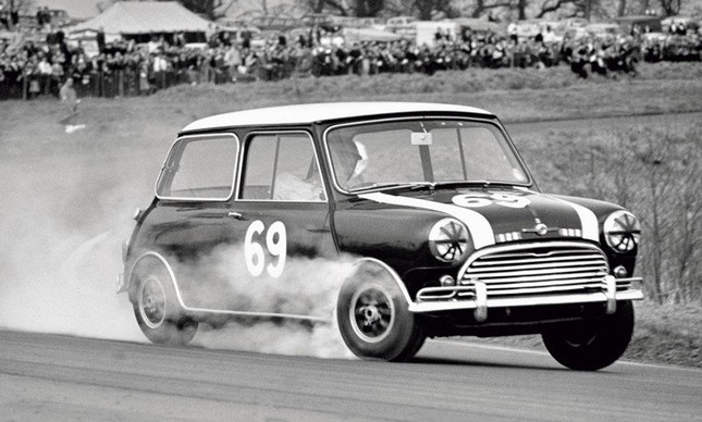 Mini Cooper nas pistas