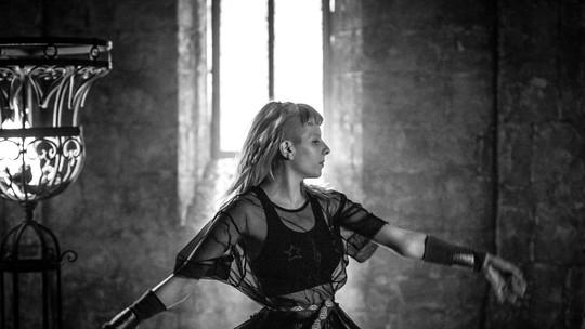 'Deus Salve o Rei': confira o clipe da música de abertura da nova novela das sete