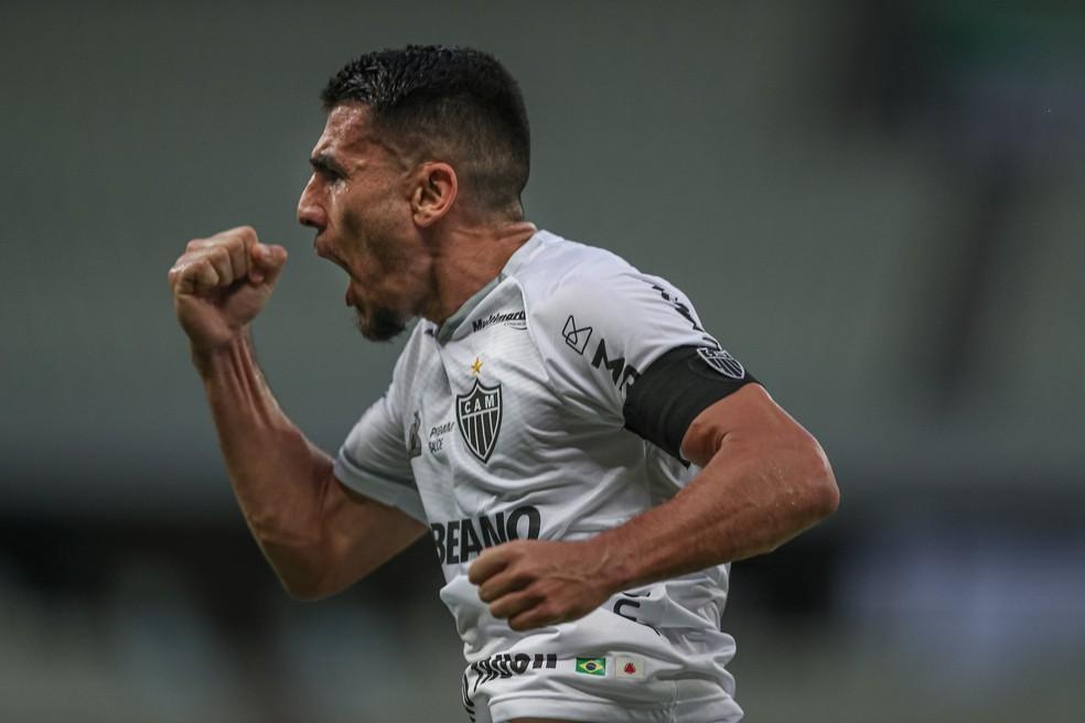Alonso comemora primeiro gol pelo Atlético-MG — Foto: Pedro Souza / Atlético