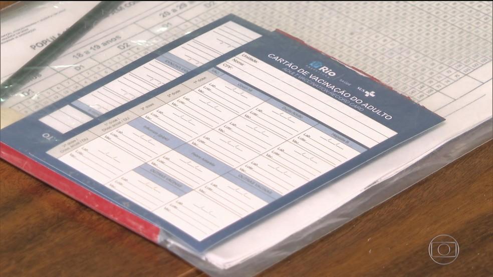 Polícia investiga a ação de criminosos que falsificam certificados de vacinação. — Foto: Reprodução/ TV Globo