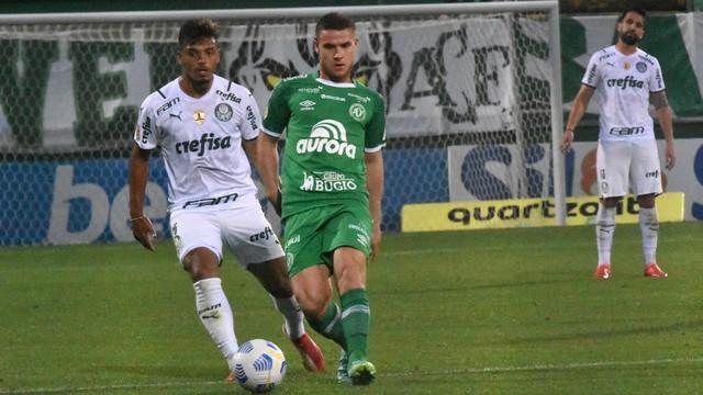 Gabriel Menino e Busanello em Chapecoense x Palmeiras