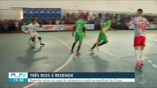 Plínio fecha o gol, Resende supera Três Rios fora de casa e está nas semifinais