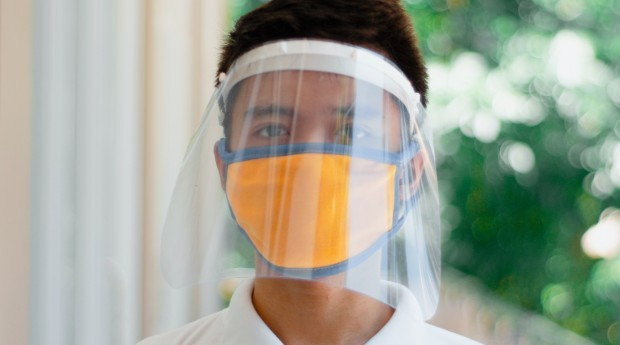 Escudo facial; face shield (Foto: Pexels)