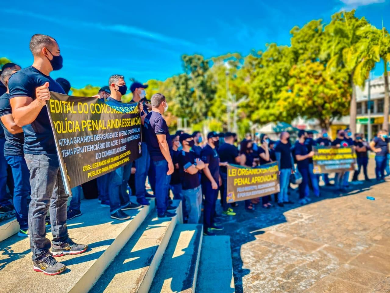 Policiais penais fazem ato em Rio Branco e pedem incorporação salarial e concurso público