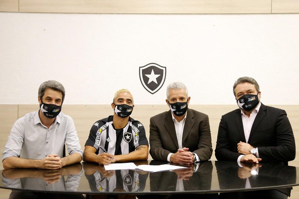 Rafael assinou com o Botafogo até o fim de 2023 — Foto: Divulgação BFR