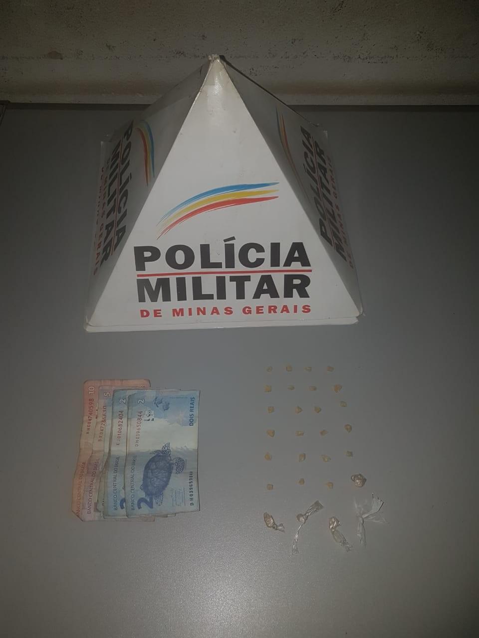 Duas pessoas são detidas suspeitas de tráfico de drogas em Pará de Minas - Noticias