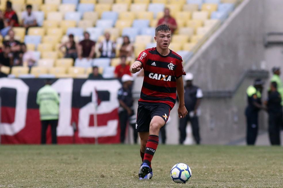 Gabriel Noga se reapresentou nesta segunda e foi outro diagnosticado com caxumba — Foto: Staff Images / Flamengo