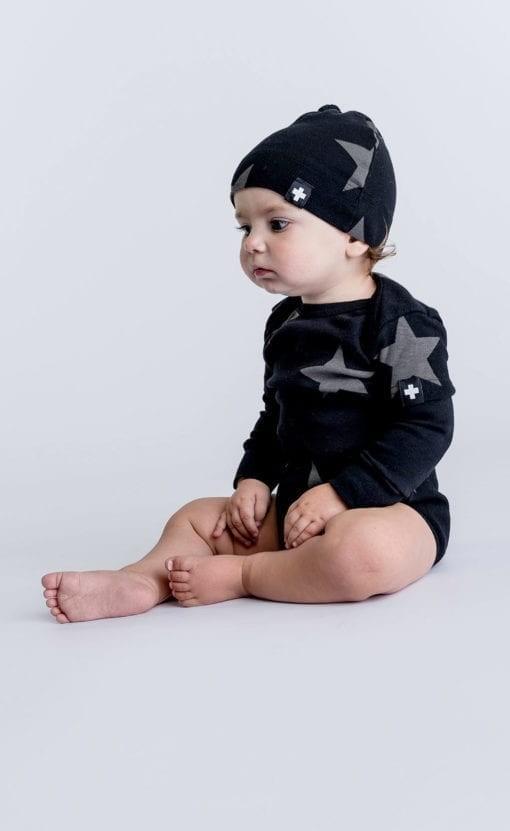 Looks para bebês e crianças são neutros (Foto: Divulgação)