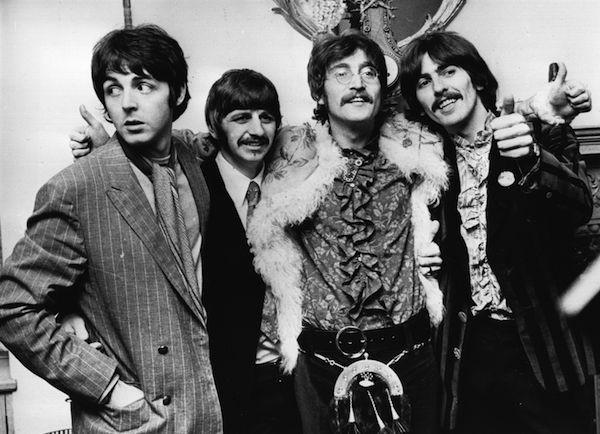 Os Beatles no término das gravações de Sgt. Pepper's Loney Hearts Club Band (Foto: Getty Images)