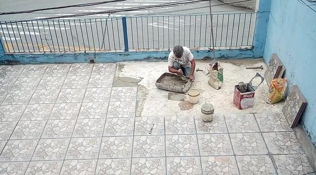 O serviço feito por Eliete na varanda de Léo foi compartilhado pelo jovem nas redes sociais. (Foto: Divulgação)