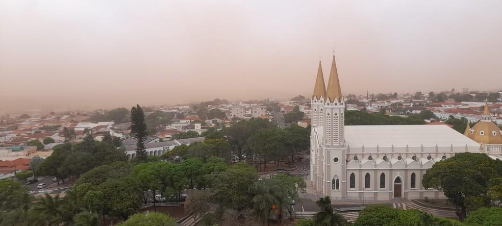 Nuvem de areia atingiu Tupã nesta sexta-feira — Foto: Arquivo pessoal