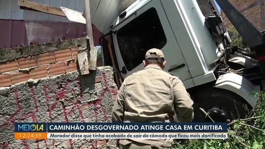 Caminhão desgovernado atinge casa em Curitiba