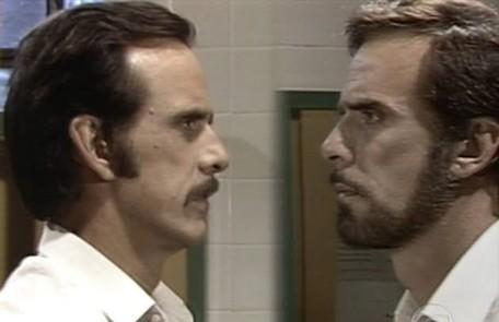 """Francisco Cuoco viveu Paulo e Denizard na novela """"O outro"""" (1987), homens idênticos que cresceram e viviam em universos completamente distintos  TV Globo"""