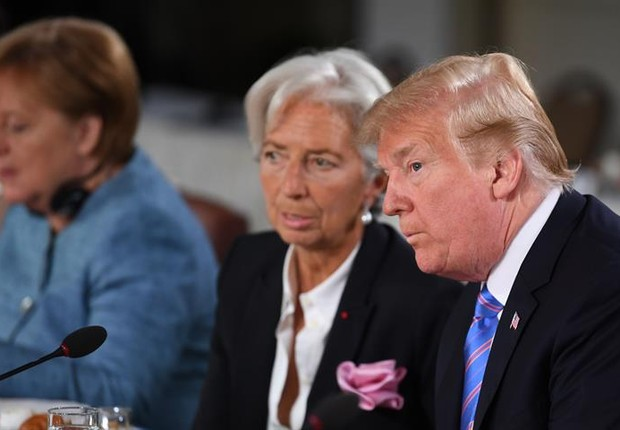 Christine Lagarde, do FMI, conversa com Donald Trump, durante reunião do G7, no Canadá (Foto: EFE/EPA/NEIL HALL / POOL)