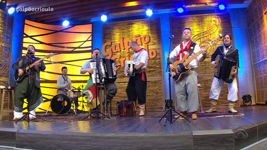 Grupo Rodeio, Érlon Péricles e Teixeirinha Filho e Teixeirinha Neto foram atrações do 'Galpão Crioulo'; veja os vídeos