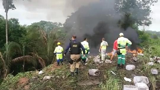 Carretas com cargas de agrotóxico se chocam e pegam fogo em MT