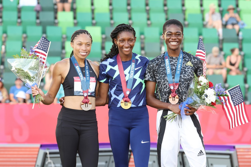 Allyson Felix, Quanera Hayes e Wadeline Jonathas no pódio da seletiva americana dos 400m — Foto: Getty Images