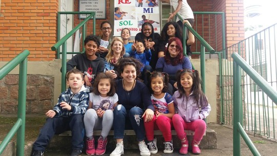 Aretha Lima, do 'The Voice Brasil', dá oficinas de musicalização para crianças carentes: 'É maravilhoso'