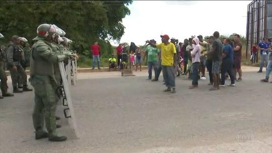 Confronto com morte eleva tensão no 1º dia de fronteira fechada