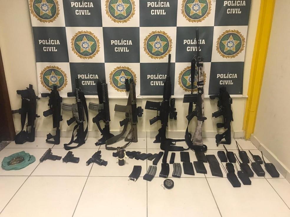 Apreensão de armas e munição após confronto em Itaguaí — Foto: Divulgação/Polícia Civil
