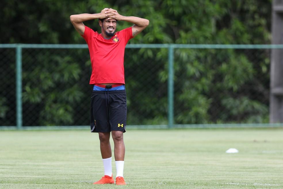Hernane Brocador em treino do Sport — Foto: Marlon Costa / Pernambuco Press