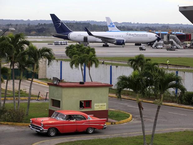 Aeronaves no Aeroporto Internacional Jose Marti, em Havana (Foto: Enrique de la Osa/Reuters)