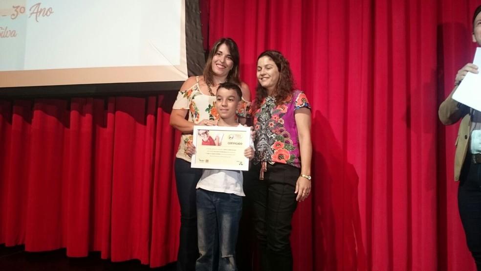 Samuel Gomes da Silva, da Escola Estadual José Antônio de Mendonça, ficou em primeiro lugar na categoria 'Desenho' (Foto: Marcos Lavezo/G1)