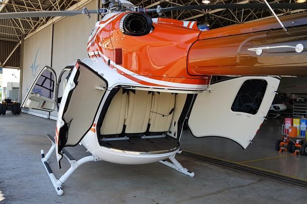 Portas traseiras duplas tem acesso facilitado pela elevada altura da cauda (Foto: Julio Cabral/Autoesporte)