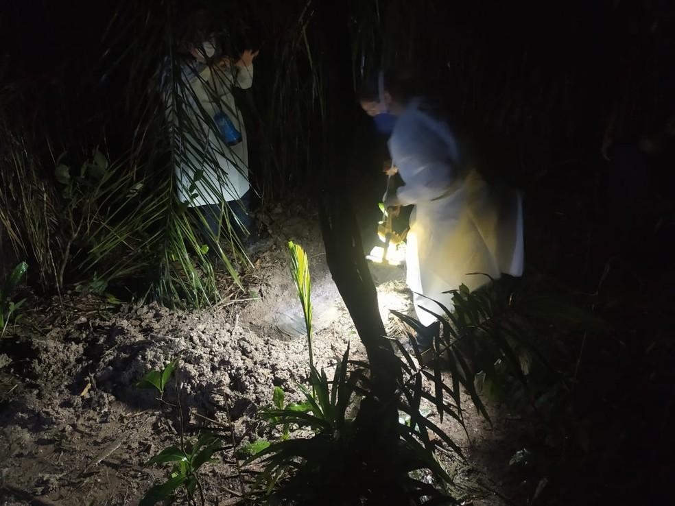Adolescente teve o corpo enterrado em uma mata na zona rural de Paranatinga — Foto: Polícia Civil de Paranatinga (MT)