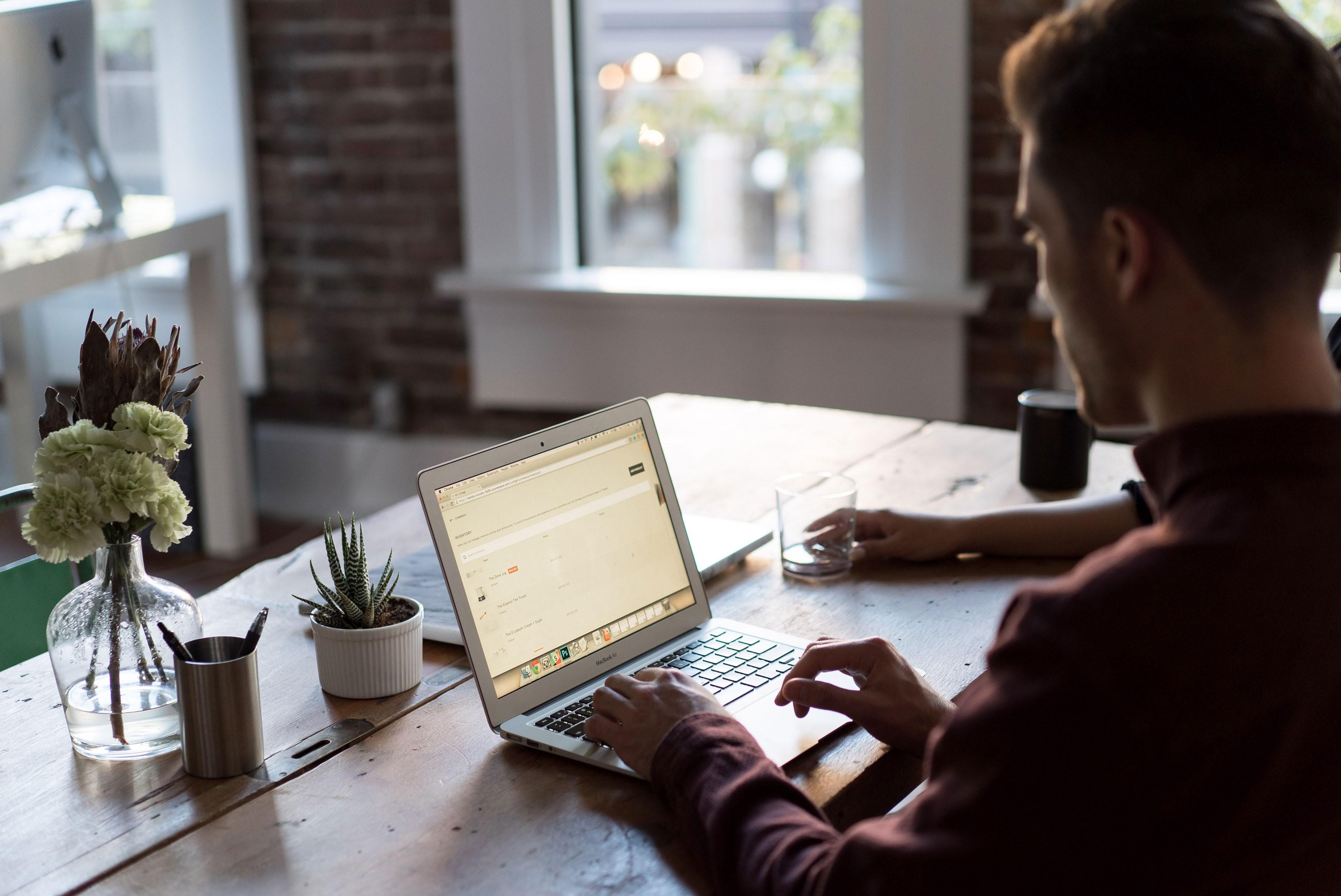 Home office: por que algumas pessoas dizem ser mais produtivas trabalhando em casa?