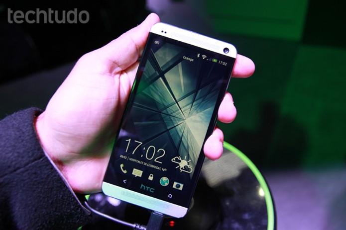 HTC One (M8) 2014 é um top de linha com duas câmeras traseiras e tecnologia ultrapixels (Foto: Foto: Allan Melo/TechTudo)