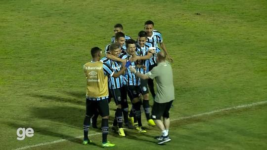 Meia do Grêmio faz gol do meio campo pela Taça BH; assista