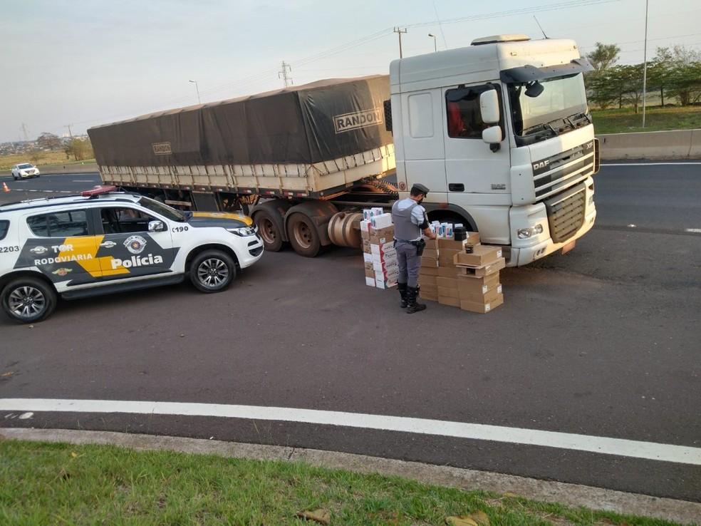 Mercadorias sem nota fiscal foram apreendidas em Presidente Venceslau — Foto: Polícia Militar Rodoviária