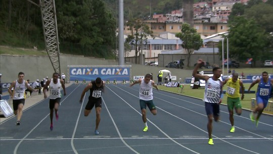 Cronômetro enganador, lesão e festa pela metade: Paulo André assombra no Troféu