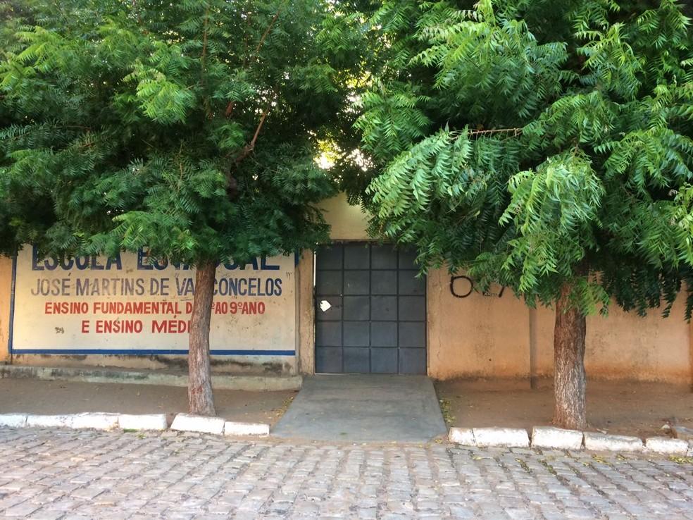 Escola Estadual José Martins de Vascocenlos, em Mossoró, foi alvo de um arrastão (Foto: Juliana Fernandes)