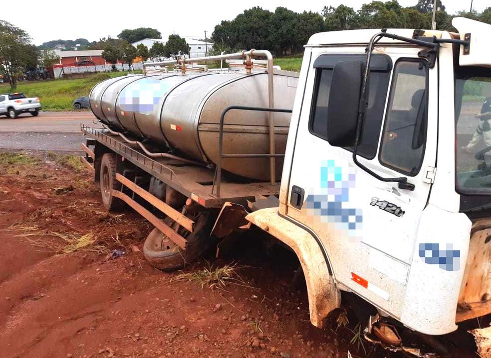 Motorista do caminhão não se feriu no acidente — Foto: PRF/Divulgação