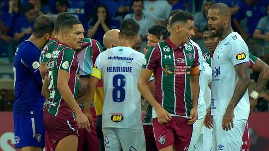VAR rouba a cena no empate entre Fluminense e Cruzeiro no Mineirão