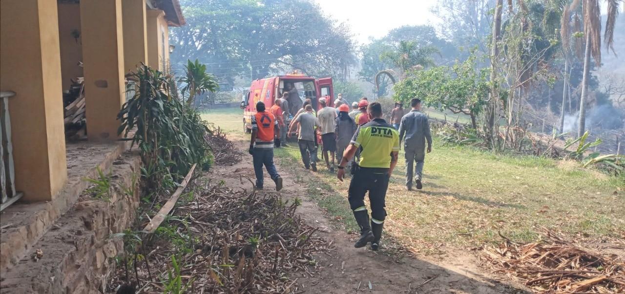 Operação resgata idoso de área queimada em Amparo