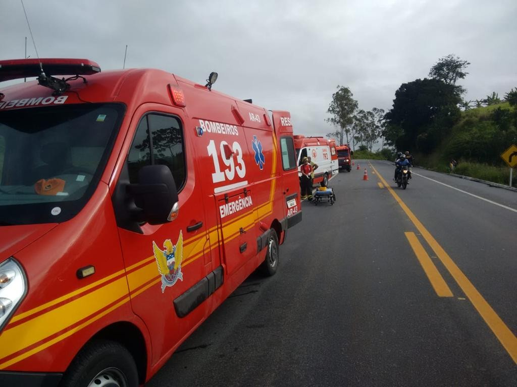 Colisão entre carro e caminhão deixa 4 pessoas feridas em Igaci, AL - Notícias - Plantão Diário