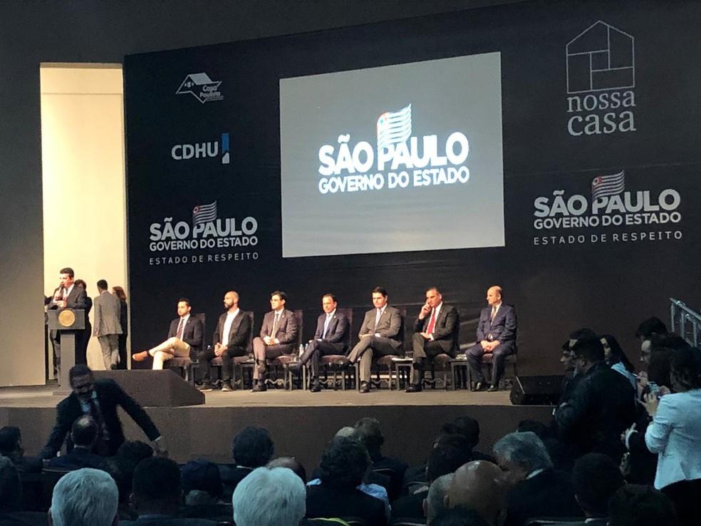 Evento de lançamento do 'Nossa Casa' contou com a participação de 200 prefeitos, secretários, deputados, além de empresários e representantes do setor da construção civil — Foto: Luiza Vaz/G1
