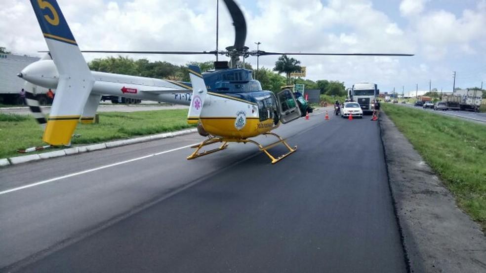 Resgate da vítima do atropelamento interditou trecho da rodovia nesta quarta (27) (Foto: PRF/Divulgação)
