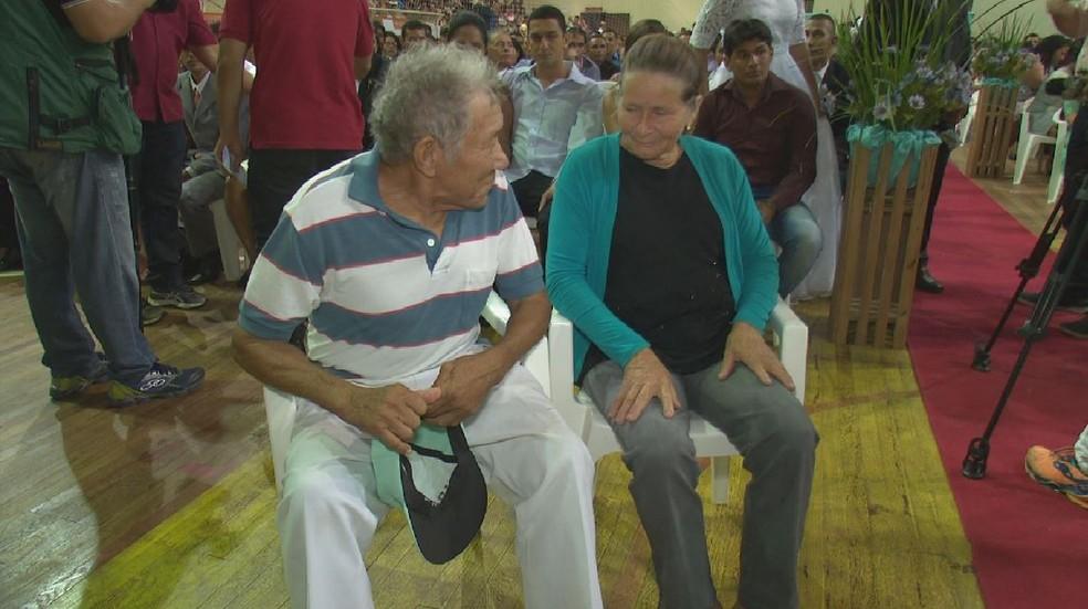 Aposentados aproveitaram o casamento coletivo para oficializar a união de 30 anos  (Foto: Reprodução/Rede Amazônica Acre )
