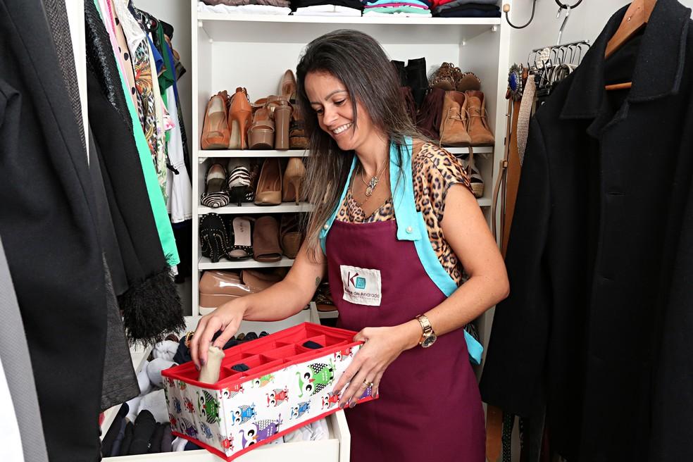 Agora trabalhando com organização, Karine diz que ficou desesperada quando foi demitida do banco (Foto: Celso Tavares/G1)