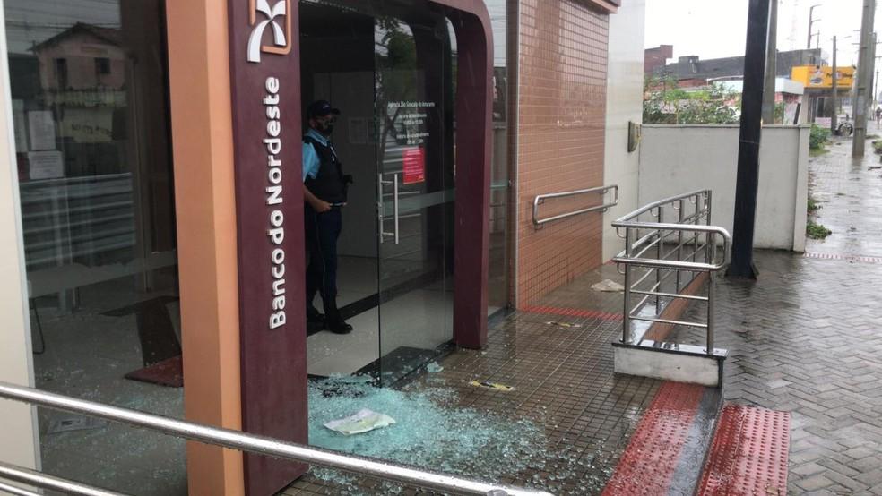 Bandidos arrombaram agência bancária em São Gonçalo do Amarante — Foto: Geraldo Jerônimo/Inter TV Cabugi